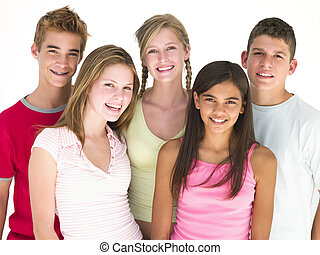 cinco, amigos, juntos, sonriente