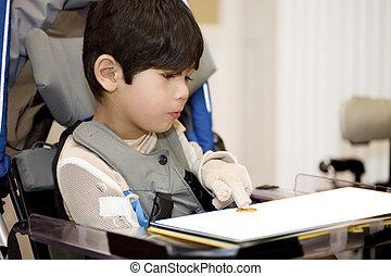 cinco, ano velho, incapacitado, menino, estudar, em, cadeira...