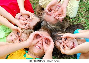cinco, crianças, tendo divertimento