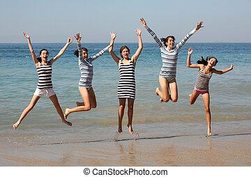 cinco, niñas, saltar