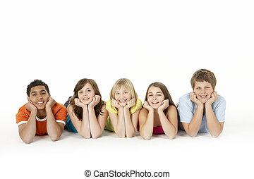 cinco, niños, grupo, joven, estudio