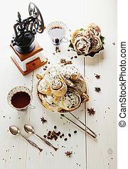 Cinnabons with raisin, cinnamon and vanilla sauce