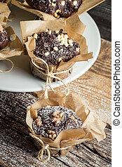 Cinnamon and chocolate muffins