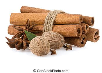 cinnamon, anise star and nutmeg - cinnamon sticks, anise ...