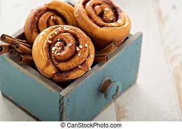 Cinnamon buns in a wooden box