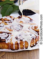 Cinnamon buns with chocolate and cream cheese glaze