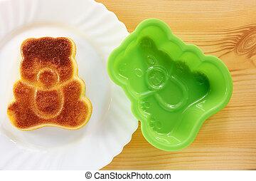 Cinnamon cake in the shape of a bear cub