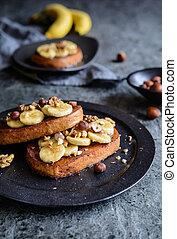 Cinnamon French toast with banana, walnut and hazelnut