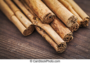cinnamon sticks on wood background