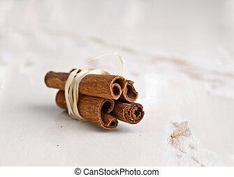 cinnamon sticks on old wooden table