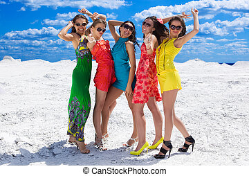 cinq, mignon, sexy, filles, sur, les, neige, prêt, pour, fête