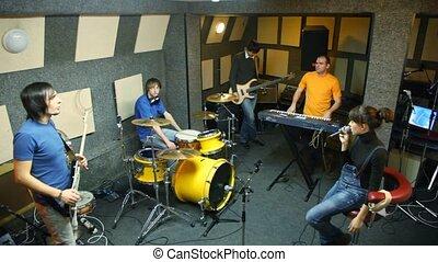 cinq, personnes, groupe, studio, musical