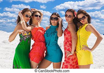 cinq, sexy, filles, closeup, sur, les, neige, prêt, pour, fête