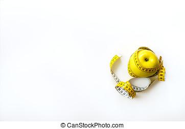 cinta medición, envuelto, alrededor, fresco, sabroso, amarillo, manzana, aislado, blanco, fondo., dieta, pérdida de peso, condición física, deporte, concept., primavera, y, verano, fruit., copia, space., banner.
