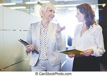 cintura, empresa / negocio, arriba, dos, mujeres maduras