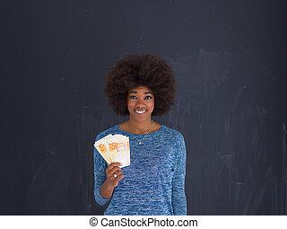 cinzento, mulher, fundo, dinheiro, pretas, segurando