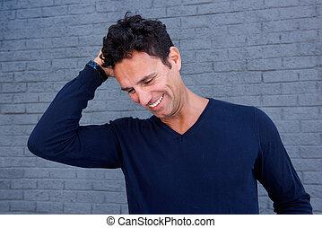 cinzento, parede, contra, mão, cabelo, rir, homem, bonito