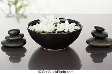 ciottoli, nero, fiori, circondato, accatastare, galleggiante