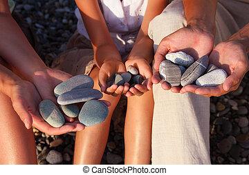 ciottoli, ragazza, famiglia, mani