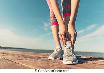 cipők, atlétikai, testedzés, női, becsuk, close-up., leány, jóga, sportszerű, concept., fiatal, gumitalpú cipő, egészség, combok, nő, yoga., futás, erős, fenék, gyakorló, feláll, sport., szabadban, kilátás