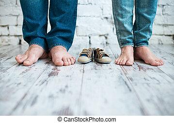 cipők, lábak, gyermekek, várakozás, szülők, baby.