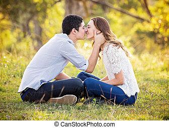 circa, coppia, bacio, giovane