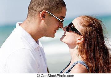 circa, coppia, romantico, bacio, giovane
