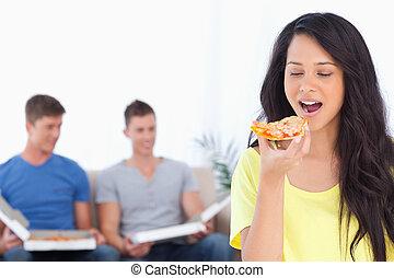 circa, fetta, lei, sedere, dietro, donna, amici, mangiare, pizza