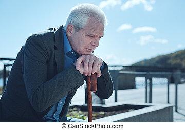 circa, vecchio, pensare, scombussolare, qualcosa, fuori, uomo
