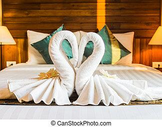 cisne branco, toalha, quarto