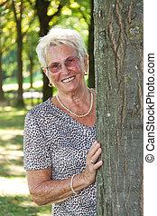 citizen), femme, arbre, (senior, plus vieux