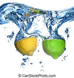 citron, et, chaux, laissé tomber, dans, eau, à, bulles,...