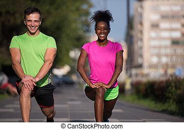 città, coppia, stiramento, su, jogging, warming