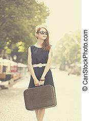città, donna, strada, giovane, valigia