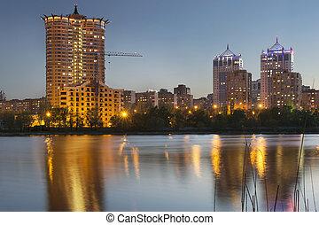 città, grattacieli, crepuscolo, sopra, centro, donetsk, orizzonte, fiume, kalmius, illuminato