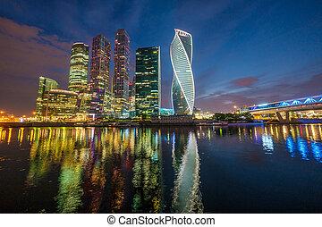 città, mosca, sera, illuminato, grattacieli