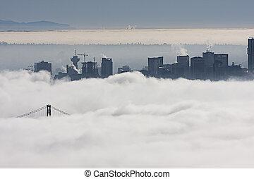 città, nebbia
