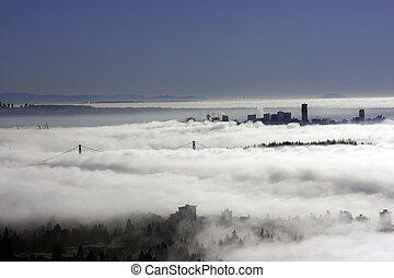 città, nubi