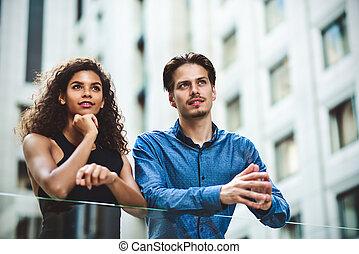 city., ビジネス, interracial カップル, 現代, 会話, 持ちなさい