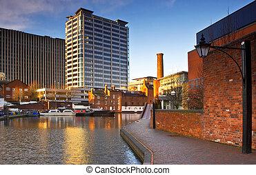 City Centre Canal - This image of Birmingham's city centre ...