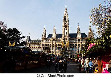 city hall with christmas market - the vienna city hall...