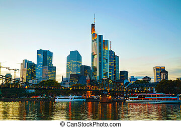 cityscape, francoforte, tramonto