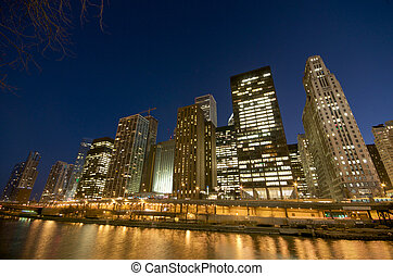 Cityscape view at the Chicago River at night.