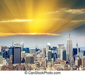 ciudad, aéreo, encima, -, ocaso, york, nuevo, manhattan, vista