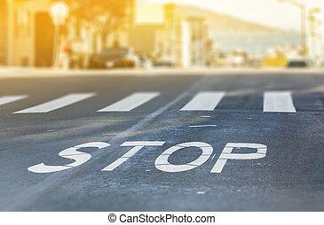 ciudad, crosswalk, con, símbolo, parada