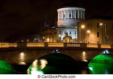 ciudad, de, dublín, por la noche, en, irlanda