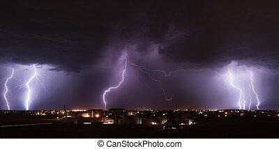 ciudad, encima, tormenta, relámpago