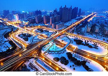ciudad, moderno, viaducto, nieve, noche, él