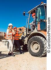 civil, discussion, ouvrier, site, construction, route, ingénieur