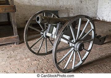 Civil War Cannon - Antique civil war cannon with giant...